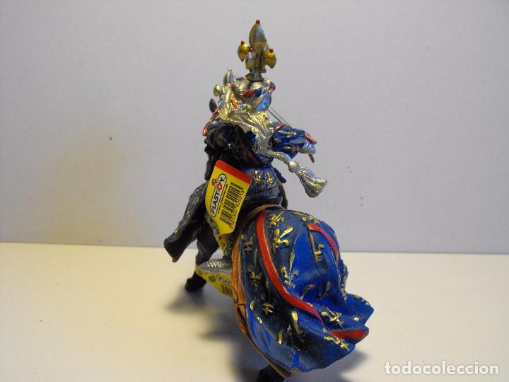 Figuras de Goma y PVC: PLASTOY. Caballero medieval a caballo años 90 goma plástica. 12,5x12cms azul. - Foto 4 - 138567814
