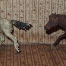 Figuras de Goma y PVC: 2 CABALLOS INDIOS,GOMA,PECH,AÑOS 50. Lote 138776758