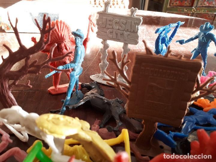 Figuras de Goma y PVC: Lote 70 piezas Oeste Comansi Indios Vaqueros Totems Cáctus Carteles Caballos - Foto 5 - 138833762