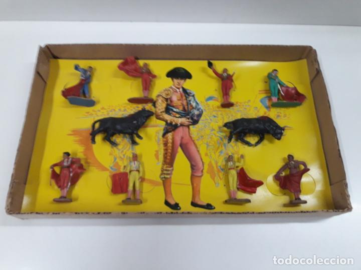 Figuras de Goma y PVC: CAJA ORIGINAL DE TOREROS Y TOROS . REALIZADA POR PECH . AÑOS 60 - Foto 15 - 138840654