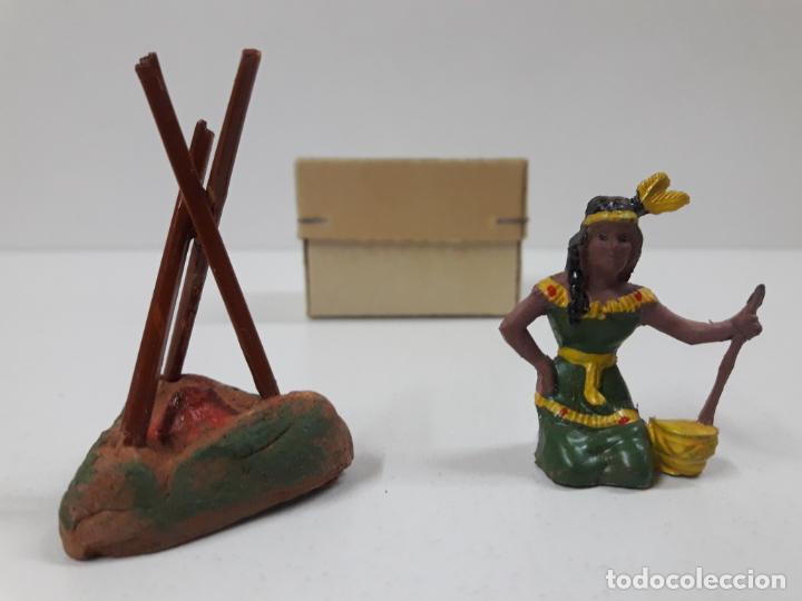 INDIA CON HOGUERA EN SU CAJA ORIGINAL . REALIZADA POR CAPELL . AÑOS 50 (Juguetes - Figuras de Goma y Pvc - Capell)