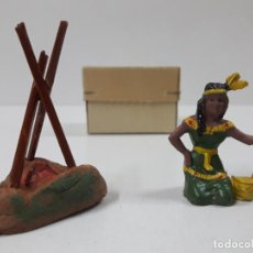 Figuras de Goma y PVC: INDIA CON HOGUERA EN SU CAJA ORIGINAL . REALIZADA POR CAPELL . AÑOS 50. Lote 138847370