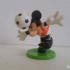Figuras de Goma y PVC: MUÑECO EN PVC. MICKEY - MOUSE FUTBOLISTA DISNEY . Lote 138950982