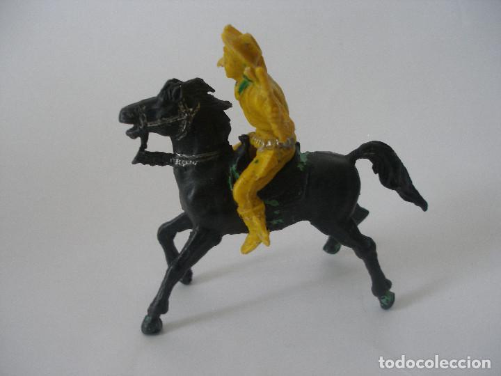 Figuras de Goma y PVC: Vaquero pistolero a caballo años 60 - 70 - Foto 3 - 139036186
