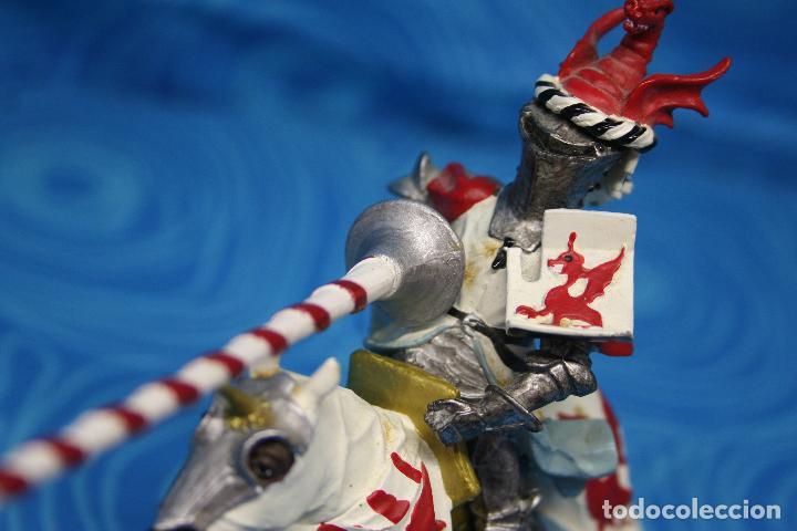 Figuras de Goma y PVC: FIGURA CABALLERO MEDIEVAL DRAGON ROJO CON CABALLO Y LANZA DE PLASTOY - Foto 4 - 139209302