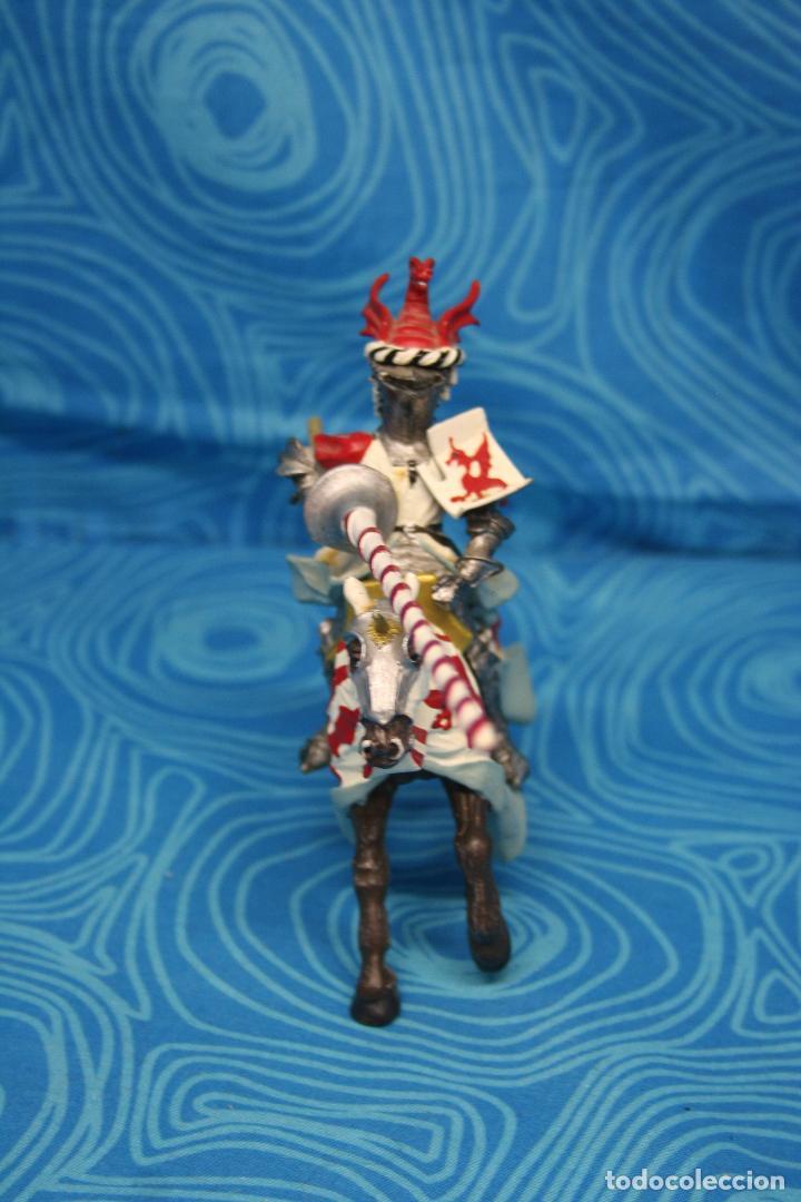 Figuras de Goma y PVC: FIGURA CABALLERO MEDIEVAL DRAGON ROJO CON CABALLO Y LANZA DE PLASTOY - Foto 6 - 139209302
