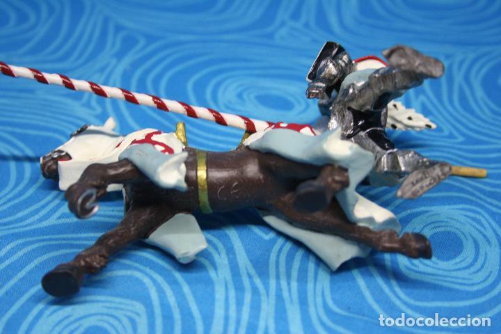 Figuras de Goma y PVC: FIGURA CABALLERO MEDIEVAL DRAGON ROJO CON CABALLO Y LANZA DE PLASTOY - Foto 7 - 139209302