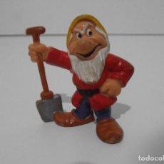 Figuras de Goma y PVC: FIGURA PVC, ENANITO ROJO PALA DE BLANCANIEVES, BULLY BULLYLAND. Lote 139996594