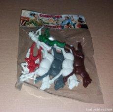 Figuras de Goma y PVC: FIGURAS PLÁSTICO. COMANCHES Y COWBOYS (INDIOS Y VAQUEROS), BOLSA PRECINTADA, REF 132, AÑOS 80. Lote 208865438