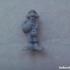 Figuras de Goma y PVC: FIGURA DE DUNKIN DE ASTERIX : JUGADOR BRETON DE RUGBY . DETRAS PONE DARGAUD. Lote 140170214