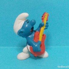 Figuras de Goma y PVC: PITUFO - ORIGINAL SCHLEICH - GUITARRISTA. Lote 140272388