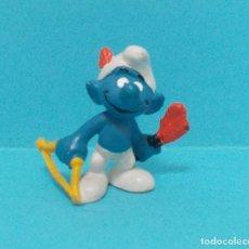 Figuras de Goma y PVC: PITUFO - ORIGINAL SCHLEICH - ARCO Y FLECHAS. Lote 140273241