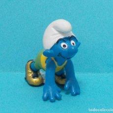 Figuras de Goma y PVC: PITUFO - ORIGINAL SCHLEICH - ATLETISMO. Lote 140275729