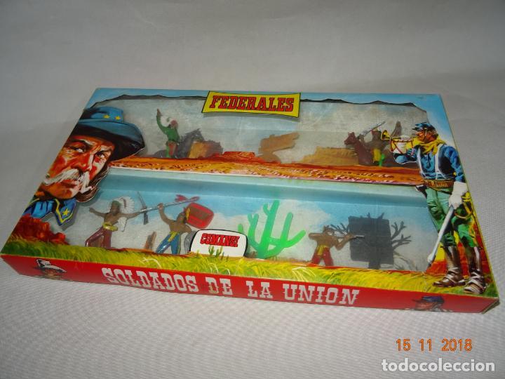 Figuras de Goma y PVC: Antigua Caja Completa FEDERALES de COMANSI - Foto 4 - 140440198