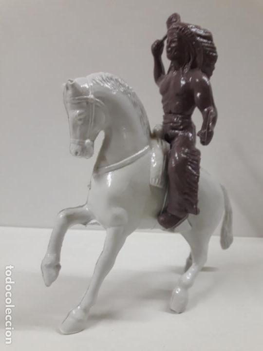 Figuras de Goma y PVC: GUERRERO INDIO A CABALLO . REALIZADO EN PLASTICO INFLADO . JUGUETE KIOSKO AÑOS 60 / 70 - Foto 2 - 140608894