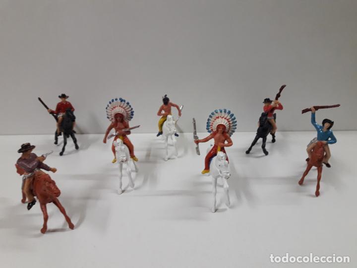 INDIOS Y VAQUEROS A CABALLO . REALIZADOS POR JECSAN . AÑOS 60 (Juguetes - Figuras de Goma y Pvc - Jecsan)