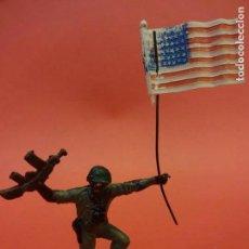 Figuras de Goma y PVC: AMERICANOS EN COMBATE II GUERRA MUNDIAL. PECH HNOS. GOMA 60 MM. Lote 140763982