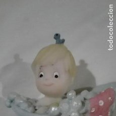 Figuras de Goma y PVC: FIGURA DE RESINA NIÑO EN BAÑERA ENTRE 6 Y 8 CM. Lote 140767726