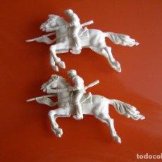 Figuras de Goma y PVC: CABALLERO BLANCO DE AJAX, FABRICADO POR REIGON EN LOS 70, DOS UNIDADES. Lote 140888994