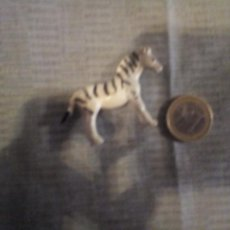 Figuras de Goma y PVC: MINIATURA CEBRA DE GOMA ANIMALES DIORAMA 4X3 CM. Lote 140934674