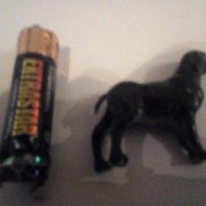 Figuras de Goma y PVC: MINIATURA PERRO NEGRO DE GOMA ANIMALES DIORAMA 4X3 CM. Lote 141136282