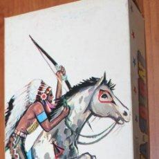 Figuras de Goma y PVC: CAJA JUGUETES FALOMIR CON INDIOS Y VAQUEROS A PIE Y A CABALLO - VER FOTOS. Lote 141655526