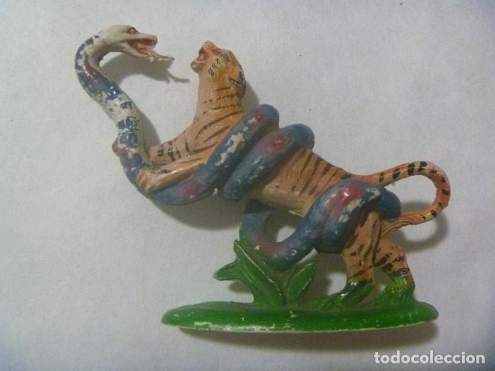 FIGURA DE GOMA DE PECH ( SIN MARCA ) : TIGRE LUCHANDO CONTRA UNA SERPIENTE (Juguetes - Figuras de Goma y Pvc - Pech)