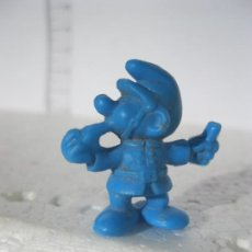 Figuras de Goma y PVC: PITUFO MINI GUARDIA RBANO PEYO 1883 O1983 MIDE 3 CM. DE ALTO . Lote 143143422