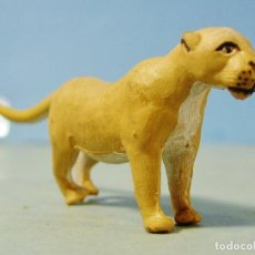 Figuras de Goma y PVC: LEONA EN GOMA. ARCLA. SERIE TARZAN. MUY BUEN ESTADO . Lote 143411894