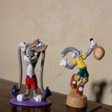 Figuras de Goma y PVC: FIGURA PVC O GOMA DURA BUGS BUNNY HALTEROFILIA WARNER BROS 1996/TENISTA WARNER BROS 2000. Lote 143639434