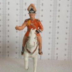 Figuras de Goma y PVC: GUARDIA BARCELONA DESFILE A CABALLO BLANCO PORTAESTANDARTE. Lote 143779438