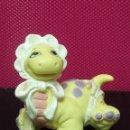 Figuras de Goma y PVC: FIGURA PVC BEBE CON PAÑALES DINOSAURIOS MARCA LGT 1992. Lote 143852526