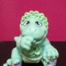 Figuras de Goma y PVC: FIGURA PVC BEBE CON PAÑALES DINOSAURIOS MARCA LGT 1992. Lote 143852546