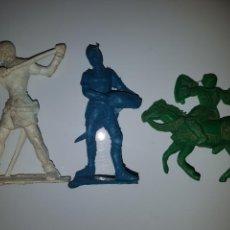 Figuras de Goma y PVC: GUERREROS MEDIEVALES 3 UNIDADES. Lote 144050444