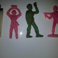 Figuras de Goma y PVC: SOLDADOS DE PLÁSTICO. Lote 144156188