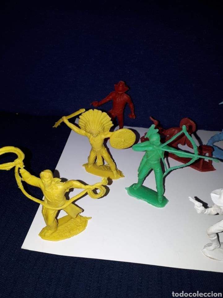 Figuras de Goma y PVC: Lote 10 figuras muñecos indios vaqueros años 70 pech - Foto 2 - 144440250