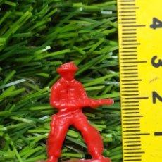 Figuras de Goma y PVC: FIGURAS PLASTICO DURO INDIOS , VAQUEROS, SOLDADOS MILITARES ETC WESTERN OESTE. Lote 144501990
