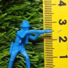 Figuras de Goma y PVC: FIGURAS PLASTICO DURO INDIOS , VAQUEROS, SOLDADOS MILITARES ETC WESTERN OESTE. Lote 144502062