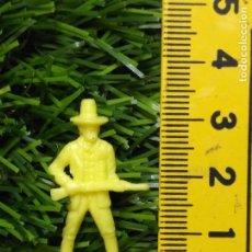 Figuras de Goma y PVC: FIGURAS PLASTICO DURO INDIOS , VAQUEROS, SOLDADOS MILITARES ETC WESTERN OESTE. Lote 144502830