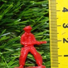 Figuras de Goma y PVC: FIGURAS PLASTICO DURO INDIOS , VAQUEROS, SOLDADOS MILITARES ETC WESTERN OESTE. Lote 144502954