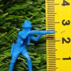 Figuras de Goma y PVC: FIGURAS PLASTICO DURO INDIOS , VAQUEROS, SOLDADOS MILITARES ETC WESTERN OESTE. Lote 144503226