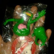 Figuras de Goma y PVC: LOTE FIGURAS PVC GOMA CAZAFANTASMAS YOLANDA COLUMBIA AÑO 1984 GOSHSTBUSTERS LOGO Y MOQUETES. Lote 144529093