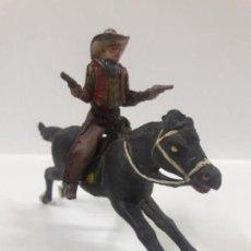 Figuras de Goma y PVC: VAQUERO A CABALLO . REALIZADO POR REAMSA . AÑOS 50 EN GOMA. Lote 144559590