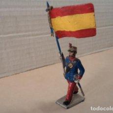 Figuras de Borracha e PVC: FIGURA DE PLÁSTICO SOLDADO ALFONSINO CON BANDERA DESFILANDO REAMSA. Lote 145086058