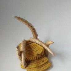 Figuras de Goma y PVC: ÁFRICA SALVAJE AÑOS 50 TRONO DE ARCLA. Lote 145104494