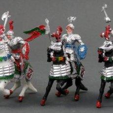 Figuras de Goma y PVC: 5 SOLDADOS MEDIEVALES LAFREDO A CABALLO PLÁSTICO PINTADO AÑOS 60 MUY BUEN ESTADO. Lote 145611474