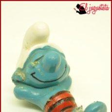 Figuras de Goma y PVC: PIT 94 - PITUFOS SMURFS PEYO - SIN MARCA - PITUFO BAÑADOR PLAYA TUMBADO. Lote 145952754