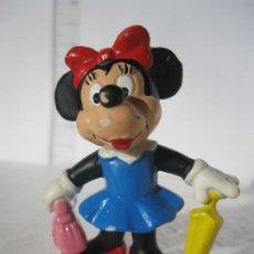 Figuras de Goma y PVC: FIGUARA GOMA O PVC MINNIE CON DE PASEO CON PARAGUAS Y BOLSO DE MIKI BULLY . Lote 145987994