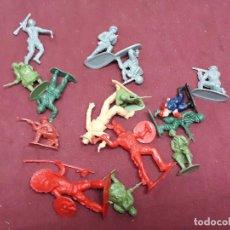 Figuras de Goma y PVC: LOTE FIGURAS INDIOS.. VAQUEROS... AÑOS 70. Lote 146179726