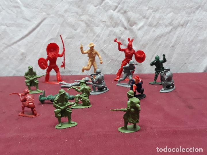 Figuras de Goma y PVC: LOTE FIGURAS INDIOS.. VAQUEROS... AÑOS 70 - Foto 2 - 146179726